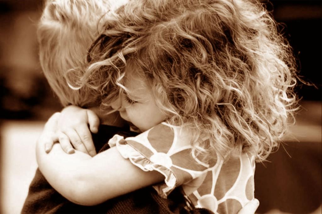 abbraccio dimostra amore